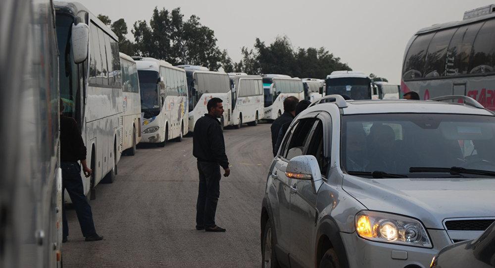 بعد 40 ساعة انتظار: أهالي الزبداني ومضايا ينتقلون إلى الراشدين لإتمام التبادل