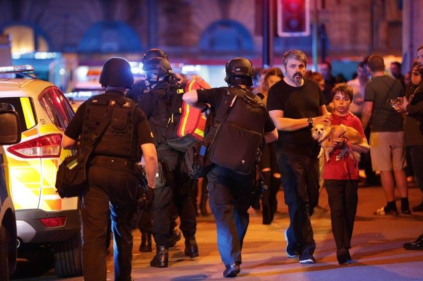 "مقتل 22 شخصاً في ""هجوم انتحاري"" استهدف حفلاً موسيقياً في مانشستر بانجلترا"