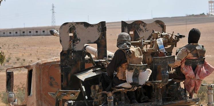 حمص: اشتباكات قرب تدمر وقتلى وجرحى من حزب الله