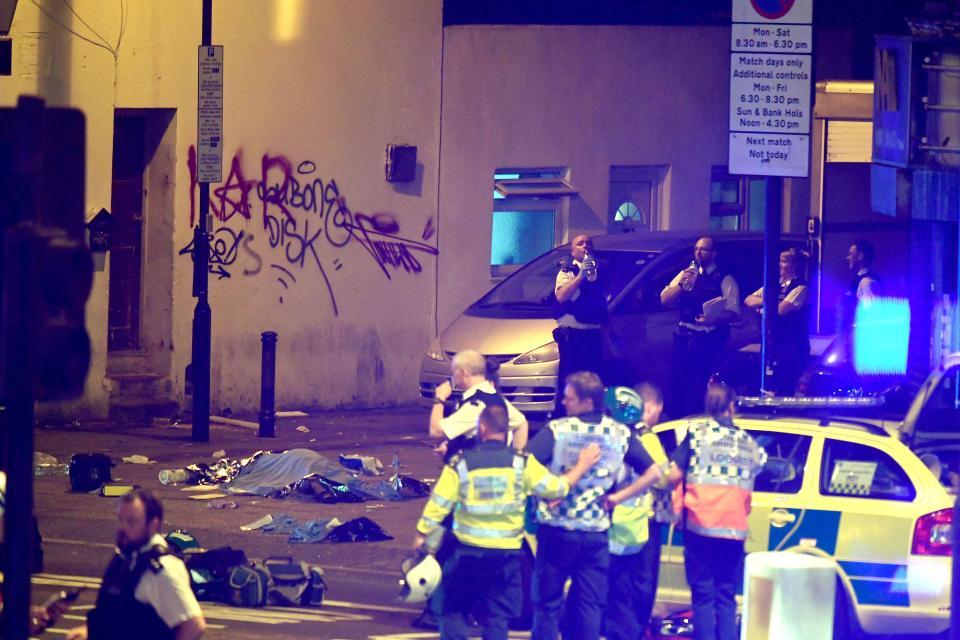 """شاحنة تدهس مصلين بعد خروجهم من التراويح في لندن.. والمهاجم يصرخ """"أريد قتل كل المسلمين"""""""