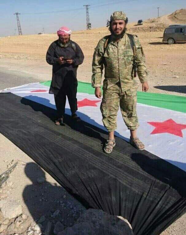 مقاتل من هيئة تحرير الشام في سرمدا بعد السيطرة عليها