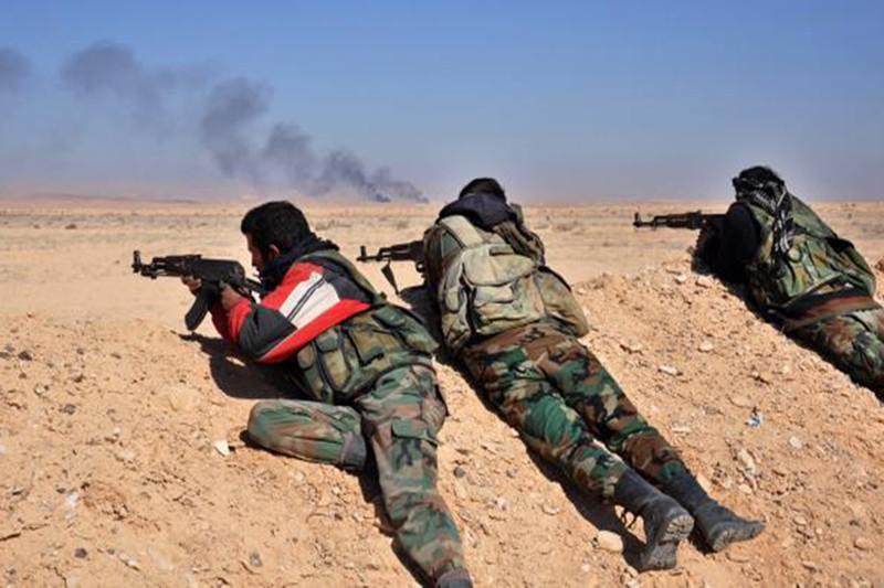 الرقة: النظام يتقدم على حساب داعش ويصل السبخة بالريف الشرقي.. وقتلى مدنيون بغارات التحالف
