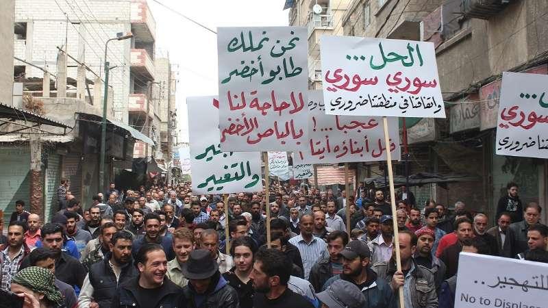"""أهالي جنوب دمشق والفصائل يرفضون اتفاقيات التهجير القسري.. """"لم نفوض أحداً لتقرير مصيرنا"""""""