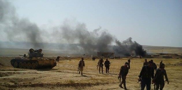 """دير الزور: النظام يسيطر على الميادين بعد انسحاب داعش.. وقواته """"تحرق بيوت المدنيين في حطلة"""""""