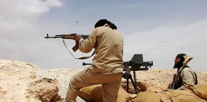 """قيادي عسكري للحل: سيطرة داعش على القريتين """"تمكنه من ربط مناطقه بالبادية"""""""