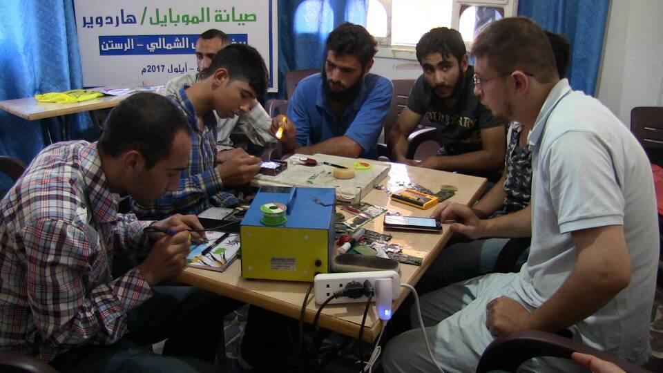 حمص: افتتاح دورة تمريض وصيانة إلكترونية من أجل كسر الحصار بالرستن