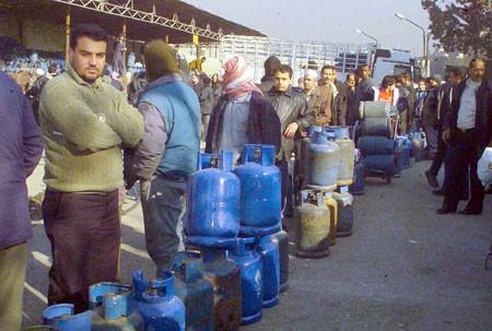 بعد سيطرة النظام على آبار جديدة.. هل تنتهي أزمة الغاز في سوريا؟