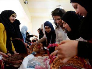 """نساء درعا: من المشاركة في الحراك المدني و """"الثوري"""" إلى سوق العمل"""