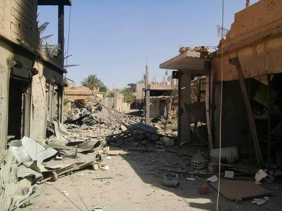 دير الزور: أكثر من 30 قتيلاً بغارات التحالف وروسيا.. وقوات النظام تسيطر على كامل المدينة