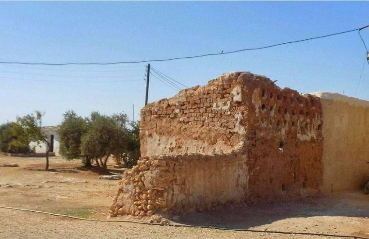 بعد ارتفاع تكاليف البناء.. انتشار البيوت الطينية جنوبي حماة