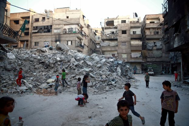 قوات النظام تقتل 61 مدنيا في كفربطنا وتواصل قصف الغوطة