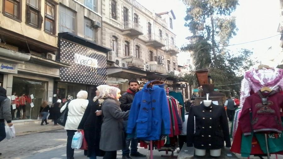 سوريا: أسعار الملابس الشتوية ملتهبة .. والحل بالة المتسولين أو الإغاثة