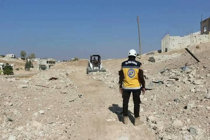 بهدف عودة المدنيين إليها: الدفاع المدني يزيل الركام من شوارع مورك بريف حماة