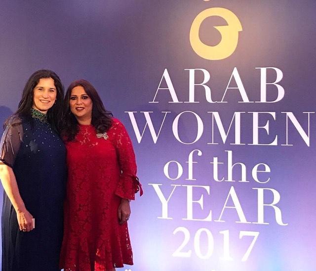 المطربة نوال الكويتية تفوز بجائزة المرأة العربية
