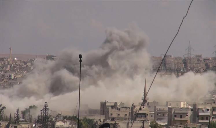 قصف روسي ونظامي على ريف حماة ومقتل مدنيين.. والمعارضة ترد بصواريخ الغراد