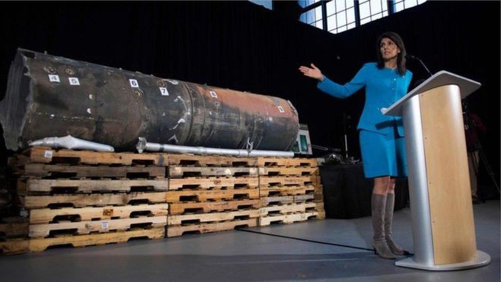 أمريكا تعلن عزمها بناء تحالف دولي لمواجهة إيران.. وتعرض الصاروخ الذي ضرب الرياض