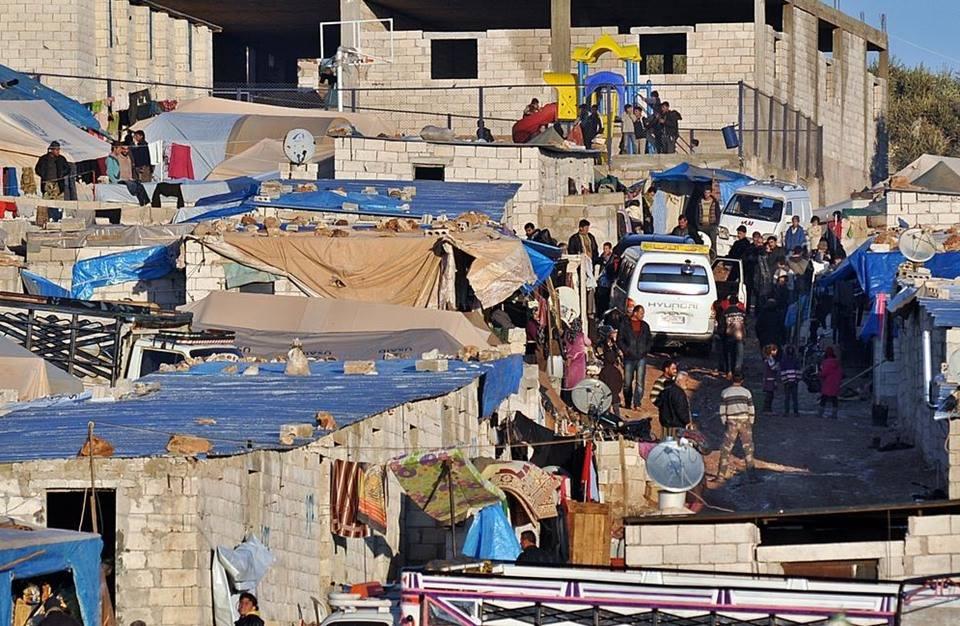 إدلب: موجة النزوح تضاعف إيجارات المنازل.. والدفع حصراً بالدولار