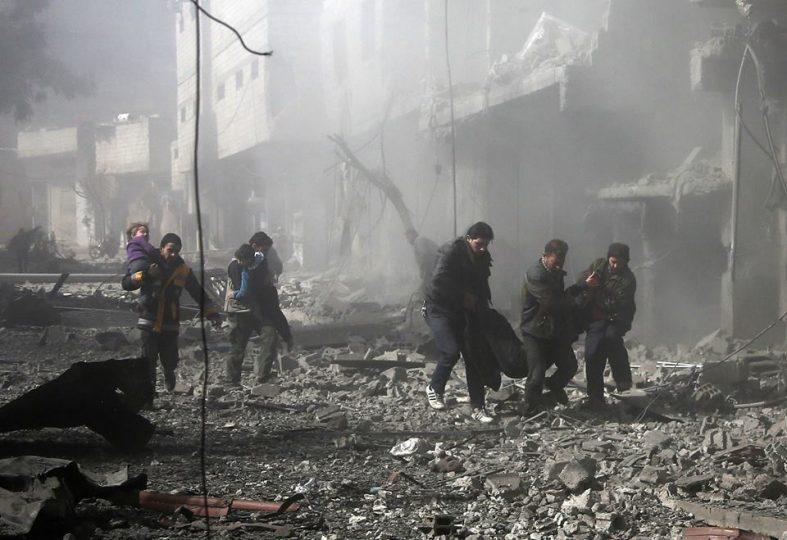 بالأسلحة المحرمة: النظام وروسيا يقصفان الغوطة وسقوط ضحايا.. ومعارك عنيفة على تخوم المدن