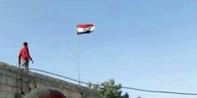 """بعض من أهالي كفربطنا وحمورية يتظاهرون مطالبين بتحييد المدينتين عن القتال و """"داعمين للنظام"""""""