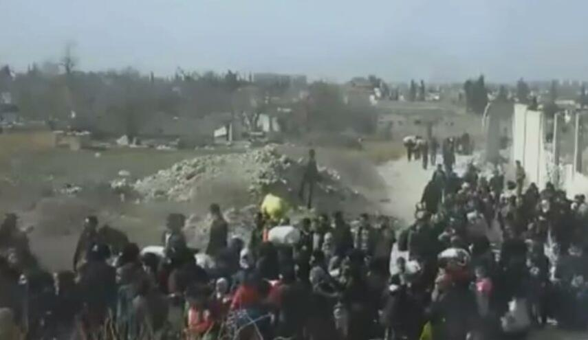 خروج آلاف المدنيين من دوما.. وتحضيرات لخروج المعارضة من القطاع الأوسط