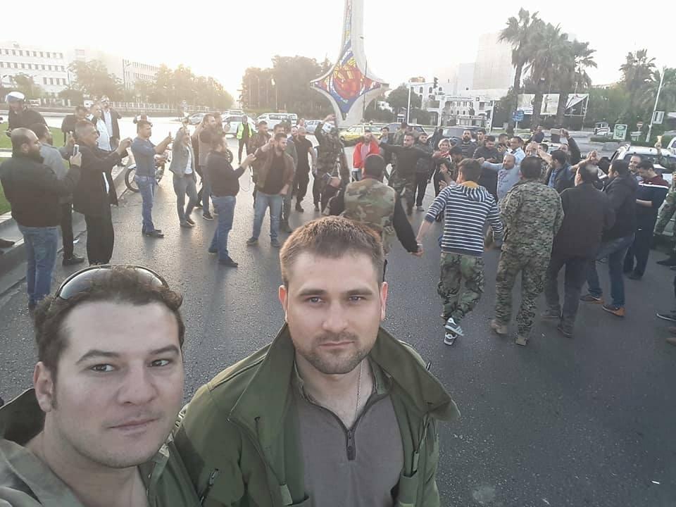 موالون للأسد يحتفلون بانتهاء الضربة الأمريكية على سوريا.. ومعارضون يشككون في جدواها