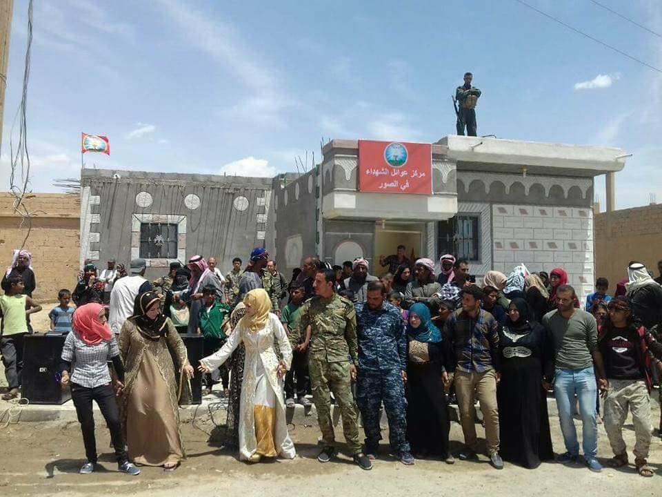 """لإعالة أسر عناصرها القتلى بالمعارك: قسد تفتتح """"مركز عوائل الشهداء"""" في ريف دير الزور"""