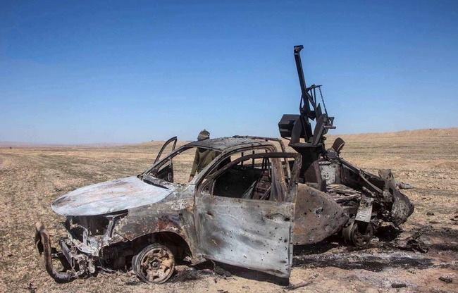 ديرالزور: قصف للتحالف يقتل عناصر من داعش…وقسد تعتقل شباناً بتهمة التواصل مع التنظيم