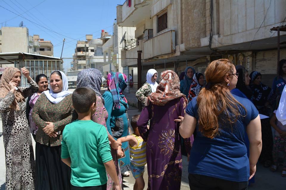 القامشلي.. اعتصام للأهالي أمام مجلس الناحية احتجاجاً على انقطاع المياه