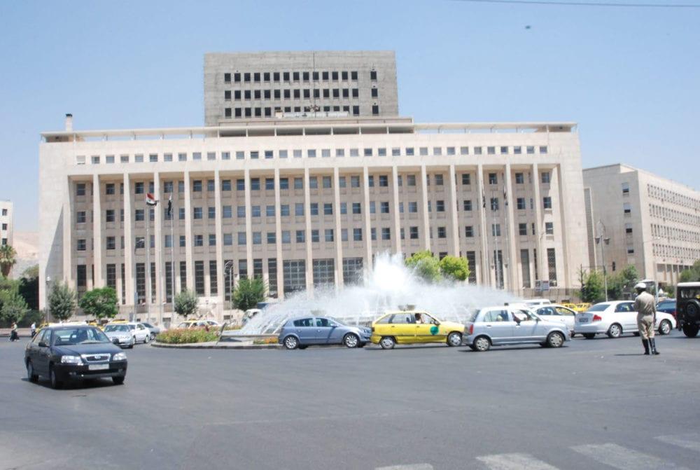 حكومة النظام تحدد قيمة المبالغ المالية المسموح بإدخالها وإخراجها من سوريا