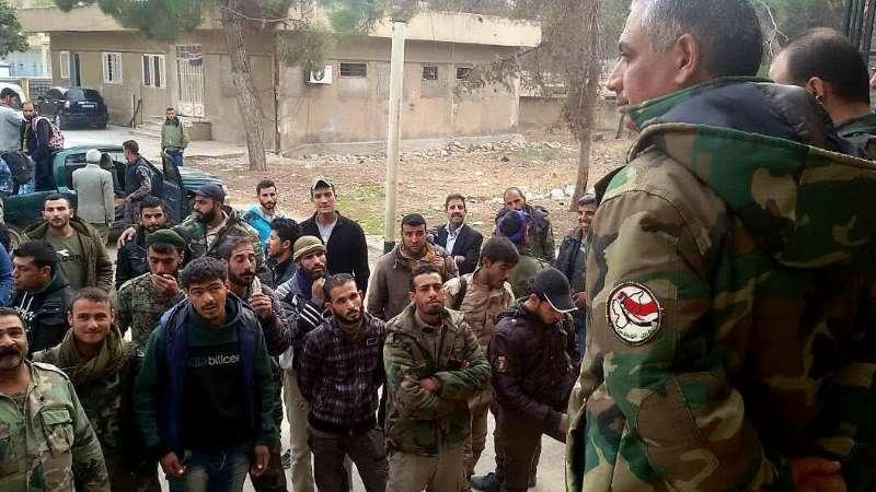 """بعد """"إهانة"""" عنصر للدفاع الوطني أمام الناس: مواجهات عنيفة بينه وبين حزب الله بدير الزور توقع قتلى وجرحى"""