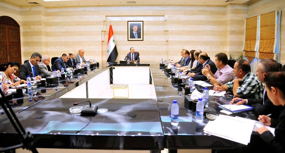 حكومة النظام تقرر منح الموظفين قروضاً خاصة بتأمين متطلبات العام الدراسي الجديد