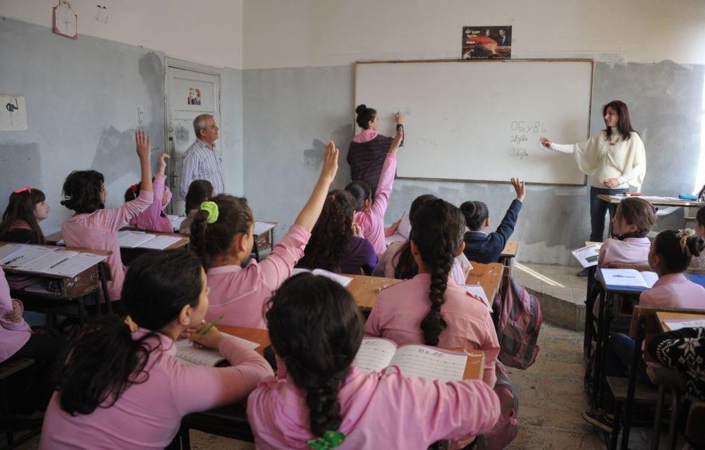 حكومة النظام تلزم الطلاب باللباس الموحد.. ونحو 82 مليار ليرة أنفقها الأهالي لتأمين الاحتياجات المدرسية