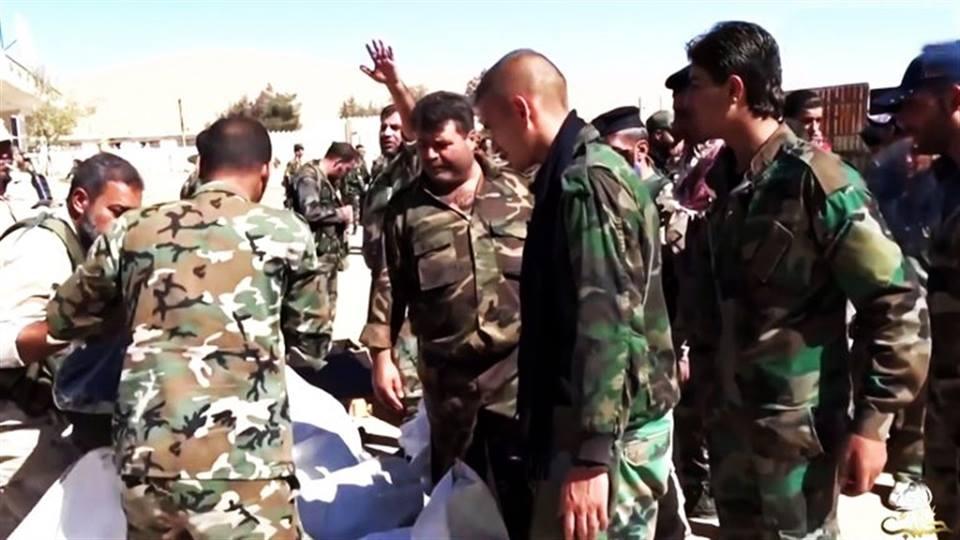 """في حمص: """"فيّشوه"""" فنزع مسمار الأمان.. """"مطلوب"""" يلقي قنبلة يدوية على دورية للشرطة"""
