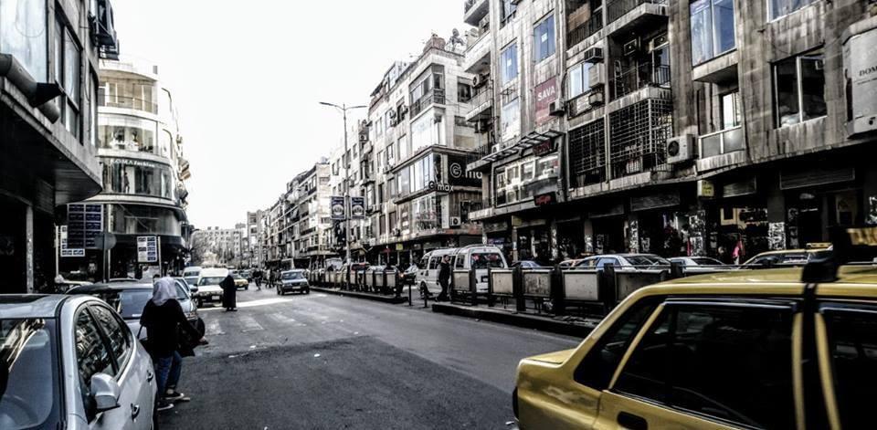 حريق يلتهم أحد محلات سوق الحمراء في العاصمة دمشق