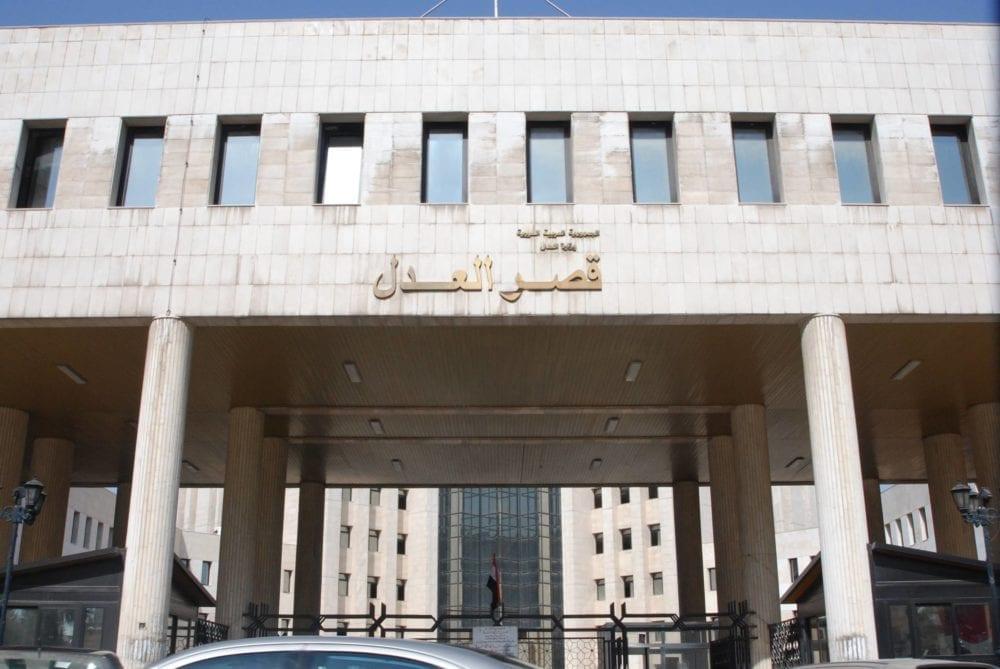 محاكم النظام تصدر أحكاماً غيابية على عشرات الشبان بريف دمشق