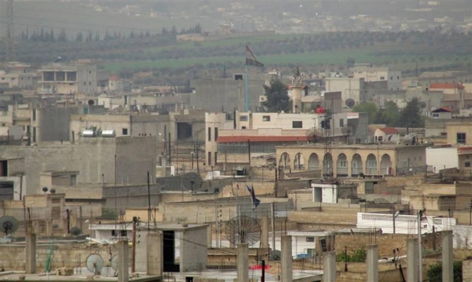 برفقة الشرطة والتموين: محافظ حماة يدخل قمحانة لمصادرة المواد المهرّبة.. والأهالي يطردونهم