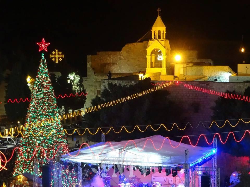 أهالي الغوطة يشتكون من زيادة ساعات انقطاع الكهرباء.. والنظام يرد بأن السبب هو إنارة شجرة الميلاد في دمشق