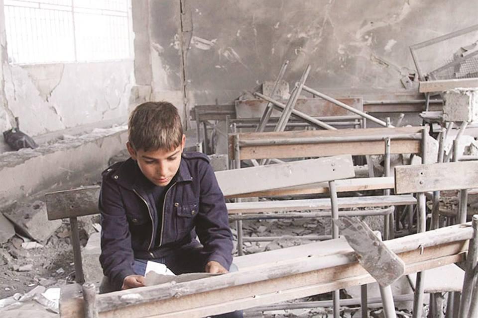 """عودة القصف تحرم آلاف الطلاب من التعليم… وتربية """"حماة الحرة"""" تعلّق الدوام"""