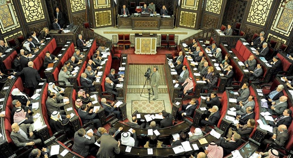نائب في برلمان النظام: الشباب السوريون لا يستطيعون تأمين سكن ولو بالأحلام