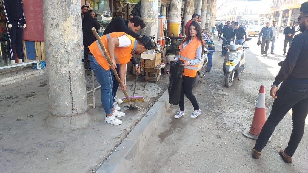 """كلية الإعلام في بغداد تقودُ حملة """"الرشيد أجمل"""" لتنظيف المناطق القديمة"""