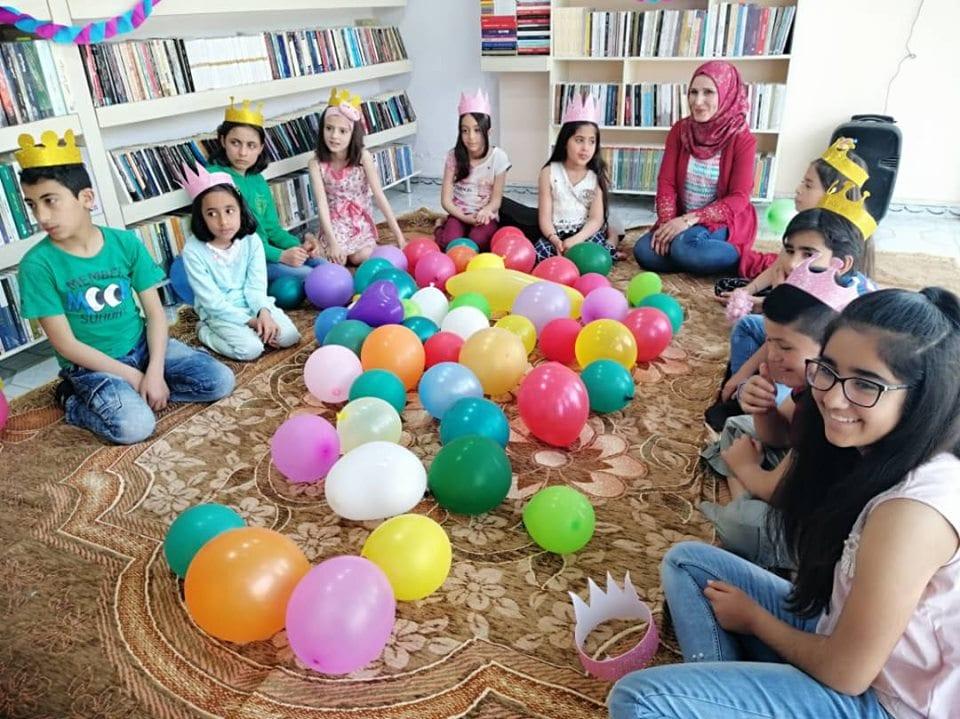 مقهى الكتاب «بنداروك» في القامشلي ينظم نشاطاً لترغيب الأطفال بالقراءة