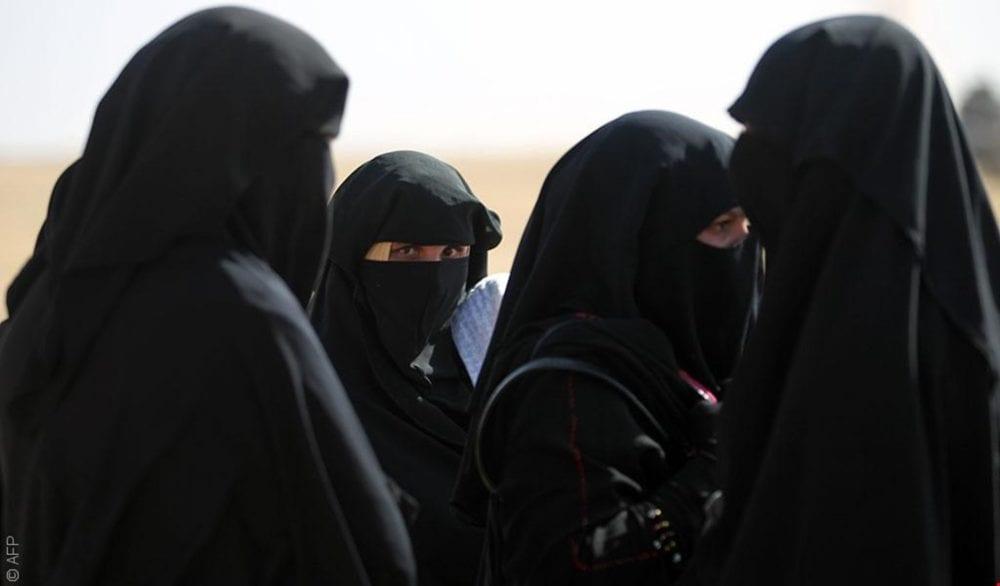 «الشبح والركل والجلد بالسياط»… أساليب جلادات «داعش» بحق المعتقلات