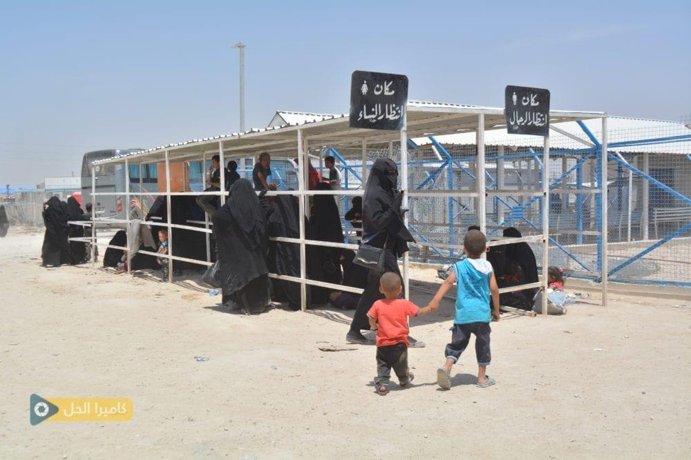 """الإدارة الذاتية تفرج عن دفعة جديدة من عوائل """"داعش"""" بوساطة عشائرية"""