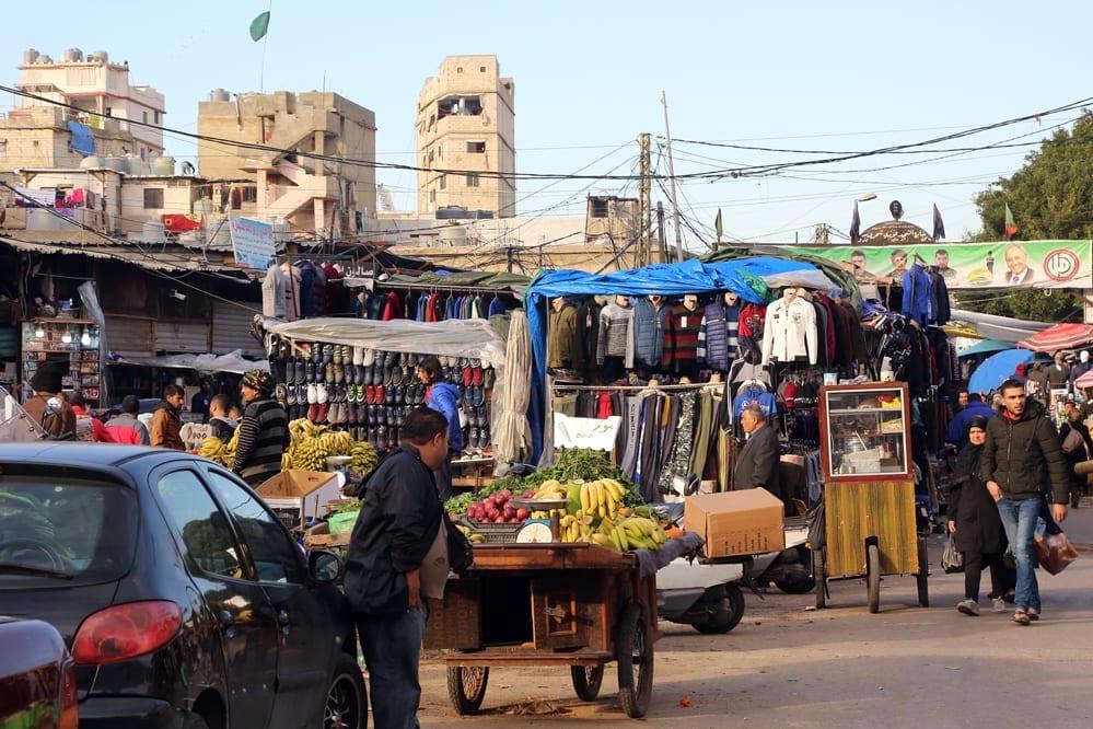 لقمة عيش السوريين في لبنان مهددة وأغنياؤهم لا يبالون