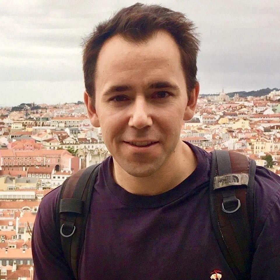 النظام يطلق سراح سائح أمريكي اعتقله في القامشلي قبل شهرين