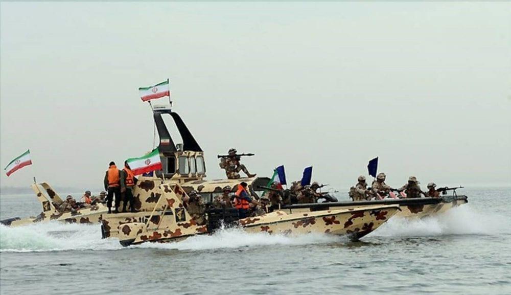 تحذير أمريكي للسفن أثناء عبورها مضيق هرمز بسبب الانتهاكات الإيرانية