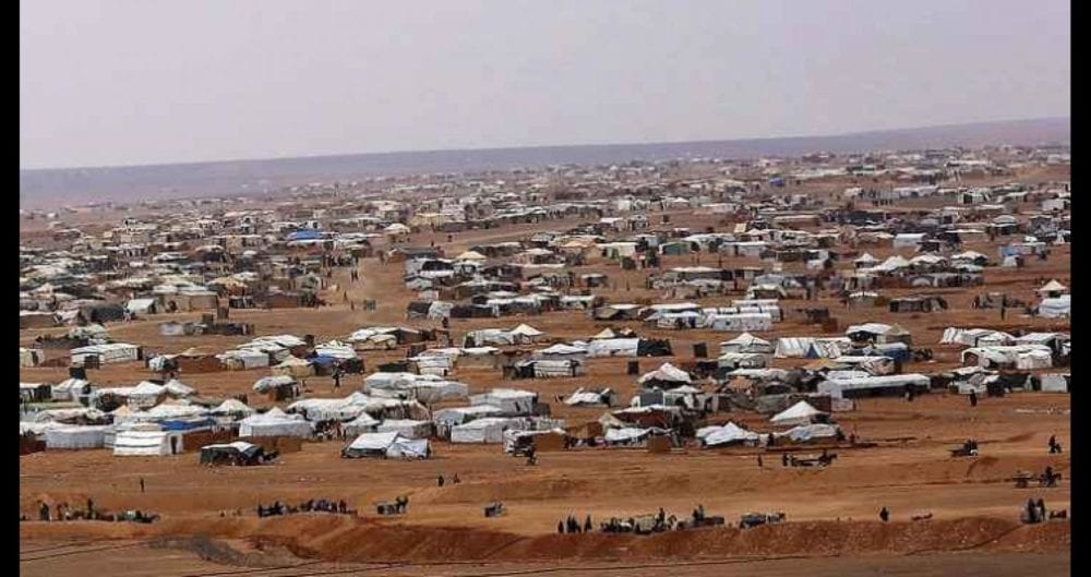 السوريون في مخيم الركبان يواجهون خياراً مستحيلاً