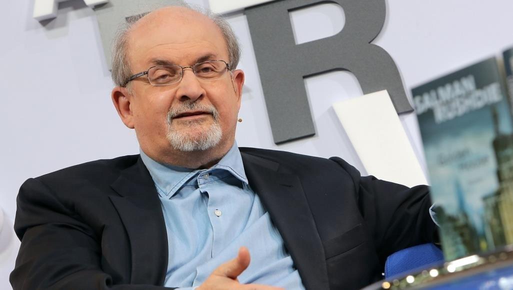 بعد سنوات من الاختفاء «سلمان رشدي» يظهر ويتحدّث عن تجربته