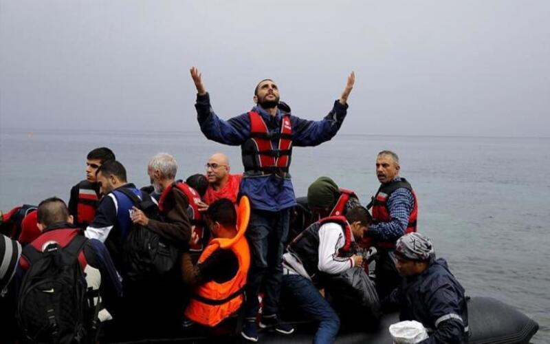 بينهم عشرات السوريين… اعتقال مهاجرين بولاية إزمير التركية