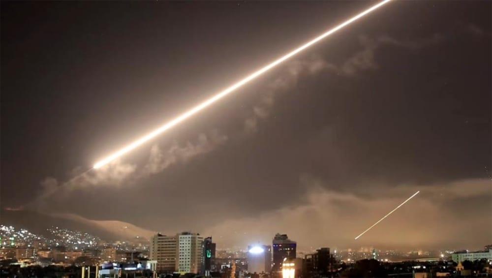 إسرائيل توسّع دائرة قصفها والقيادة السورية تتكتم على الخسائر